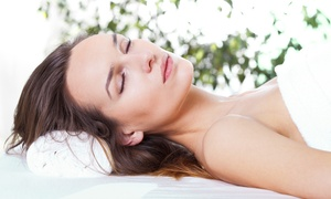 SK8 Studio: 90 Min. od. 120 Min. Verwöhnpaket mit Massage, opt. mit Luxus-Fußbehandlung, im SK8 Studio (bis zu 70% sparen*)