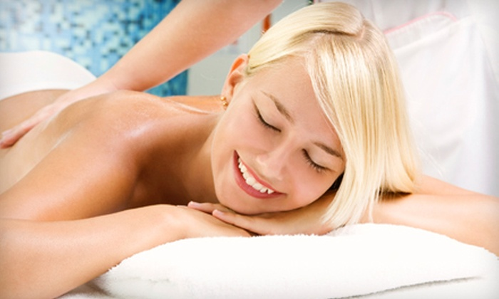 Top Care Body Care Center - District de Hull: Massage Spa Packages from Top Care Body Care Center (Up to 64% Off). Three Options Available.