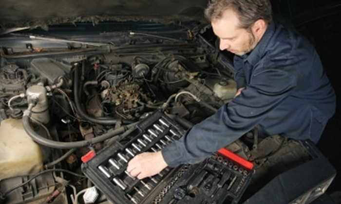 Expert Auto Repair - Warwick: $19 for Oil and Filter Change at Expert Auto Repair ($41.80 Value)