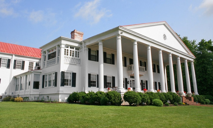 Historic Rosemont Manor - Berryville, Virginia : 1- or 2-Night Stay with Winery Passes and Spa and Shopping Credits at Historic Rosemont Manor in Berryville, VA