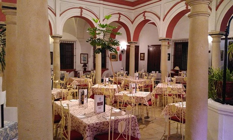 Menú para 2 o 4 con tapas a elegir, postre y botella de vino desde 19,90 € en Mesón Patio Andaluz