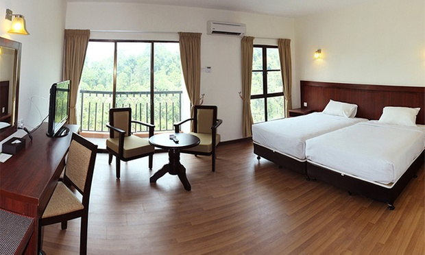 Kuantan: Resort Stay + Theme Park 1