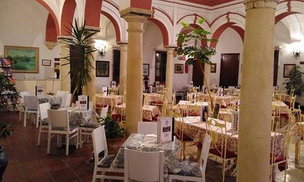 Menú para 2 o 4 con entrante, principal, postre, botella de vino o bebida desde 29,95 € en Mesón Patio Andaluz