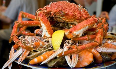 Centro de 1,2 kg de pescado y marisco para dos por 39,95 € o mariscada de 1,5 kg con bogavante y navajas por 54,95 €