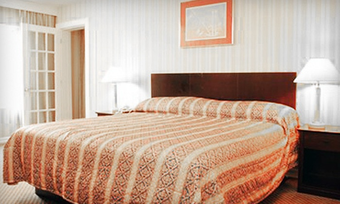 Econo Lodge - East London: One-Night Weekday or Weekend Stay for Two or a Two-Night Stay for Two at Econo Lodge (Up to 61% Off)