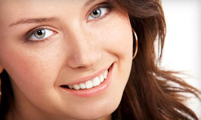 Sandlewood Spa & Wellness Centre - Highlands: $39 for Two 20-Minute Advanced Teeth-Whitening Sessions at Sandlewood Spa & Wellness Centre ($226 Value)