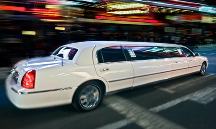 Vegas Limo KC - West Plaza: $119 for 90-Minute Holiday-Lights Tour for Up to 10 from Vegas Limo KC ($240 Value)