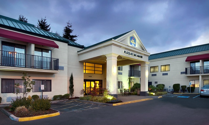 Best Western Plus Plaza by the Green - Kent: One- or Two-Night Stay with Optional Golf Package at the Best Western Plus Plaza by the Green in Kent, WA