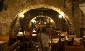 La Leggenda di Avalon: La Leggenda di Avalon - Banchetto medievale con piatti a base di carne e vino in zona Re di Roma