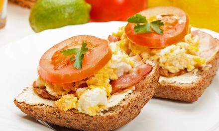 Gemütliches Frühstück inkl. Kaffee nach Wahl für 2 oder 4 Personen bei Kaffee Krema (50% sparen*)