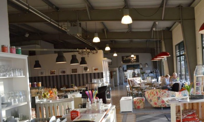 High Tea Mit Getranken Und Snacks Cafe Schneeweiss Im Rosenrot Groupon