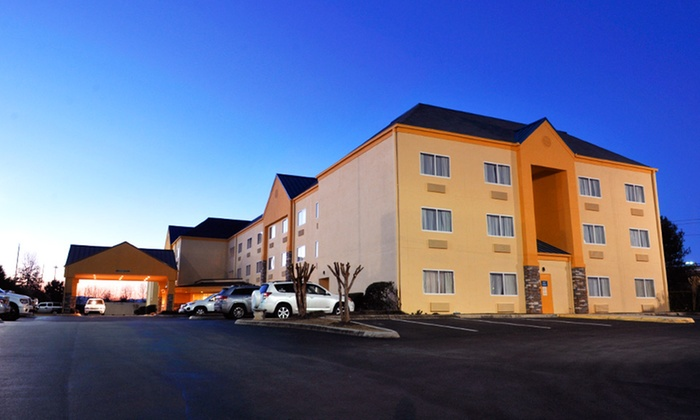 null - Louisville: Stay at La Quinta Inn & Suites Knoxville Airport near Knoxville, TN