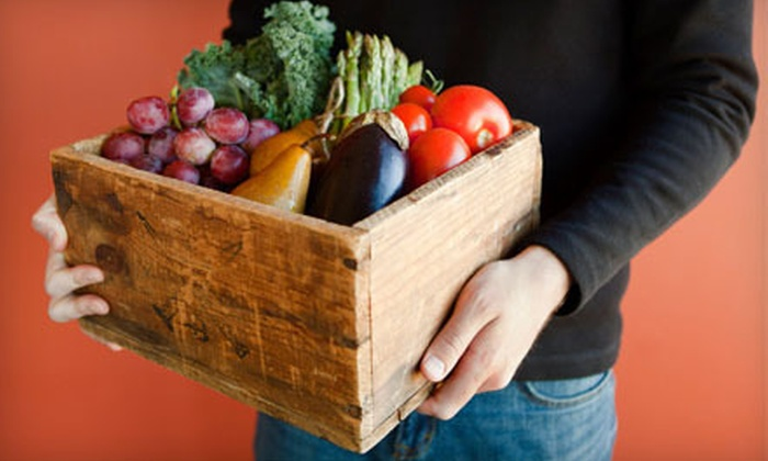Connie's Green Grocery: $18 for One Box of Organic Produce Delivered from Connie's Green Grocery ($37 Value)