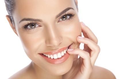 Sesión de limpieza bucal con ultrasonidos y opción a curetaje en 1 o 2 arcadas desde 9,95 € en Clínica Dental Ortocenter