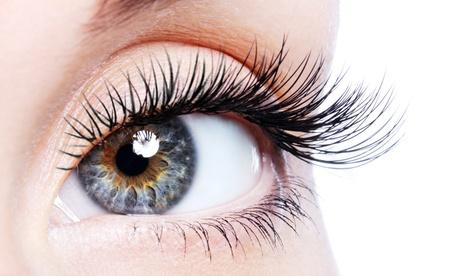Extensión de pestañas pelo a pelo en ambos ojos de hasta 90 o 120 pestañas desde 19,95 € en Amada Peluquería