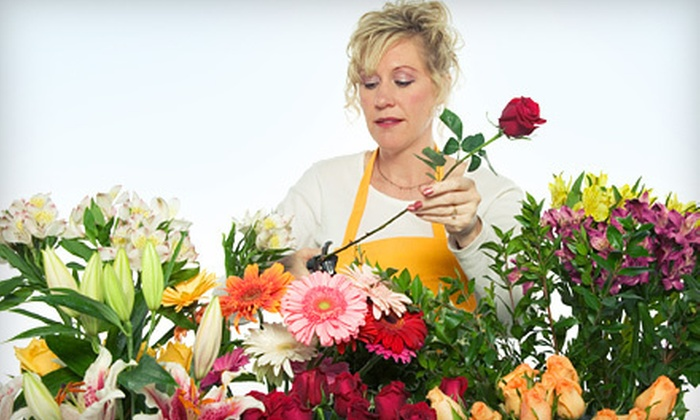 Las Rosas - Como: 90-Minute Floral-Arrangement Workshop or $25 for $50 Worth of Flowers at Las Rosas