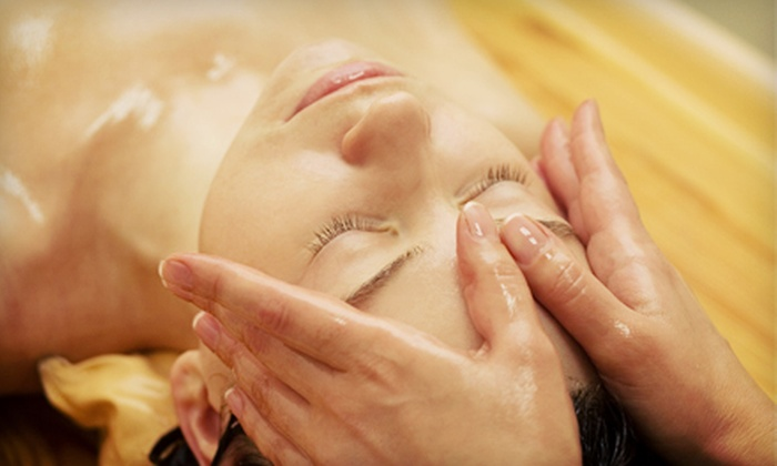 Santhigram Wellness Kerala Ayurveda Center - West Rogers Park: Ayurvedic Treatment Packages at Santhigram Wellness Kerala Ayurveda Center (Up to 60% Off). Three Options Available.