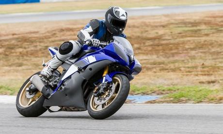 Cambio de aceite y revisión de moto o maxiscooter de 250cc a 1.000cc desde 19,95 € en Ursubikes Oferta en Groupon