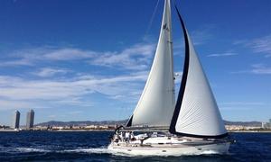 Sailing Tours Barcelona: Paseo en barco, picoteo y bebida para hasta nueve personas durante 3, 4 u 8 horas desde 249 €
