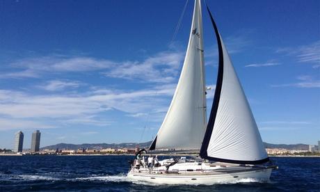 Paseo en barco, picoteo y bebida para hasta nueve personas durante 3, 4 u 8 horas desde 249 €