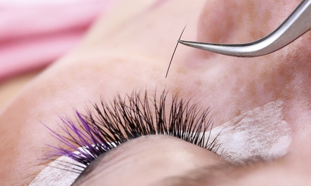 $81 for a Full Set of Eyelash Extensions at Harper and Olive ($250 Value)