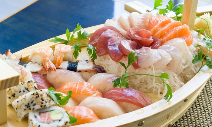 Bonsai Sushi  - Lier: Soupe miso ou nem avec un bateau sushi varié, à 29,99 € chez Bonsai Sushi Zimmerplein!