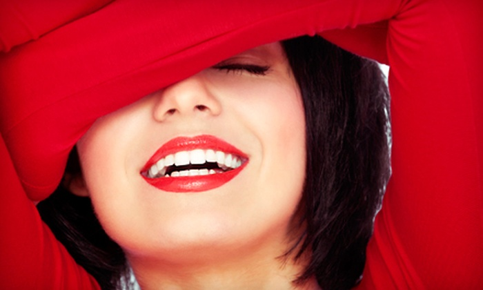 Tres Chic Salon & Day Spa - Abbott Loop: $69 for a Three 20-Minute Beaming White Teeth-Whitening Sessions at Tres Chic Salon & Day Spa ($200 Value)