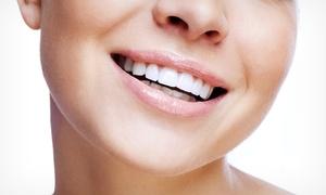 Clínica Dental Noreña: Limpieza bucal con tratamiento de hipersensibilidad y seguro dental durante un año para 1 o 2 personas desde 9,95 €