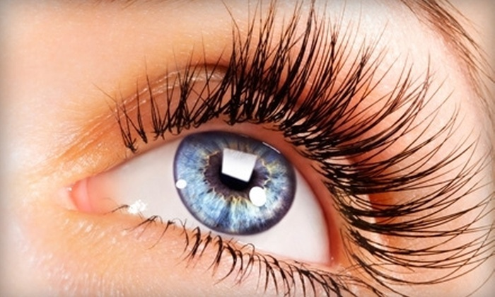 Deco De Mode - Downtown: $69 for Eyelash Extensions at Deco De Mode ($140 Value)