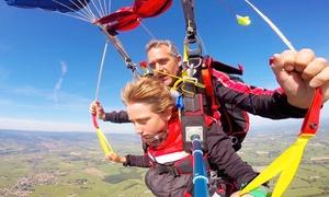 Skydive Roanne: Saut en parachute en tandem pour 1 personnedès 199 € avec Skydive Roanne