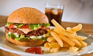 Planet Burger: Planet Burger – Taguatinga: Trios Planet Burger com lanches + batatas + refrigerante para 2 ou 4 pessoas
