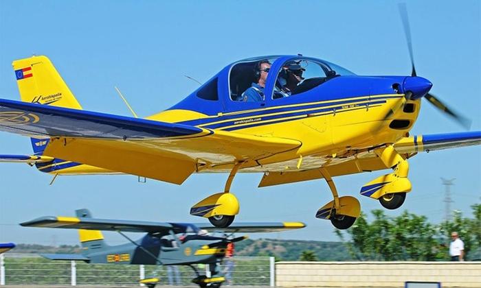 Bautismo de vuelo para niños o adultos y visita al aeródromo desde 49,95 € en Aerohispalis