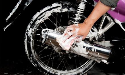Profi-Motorradpflege, optional mit Politur und Nanotechnologie, bei CleanCar44 (bis zu 60% sparen*)