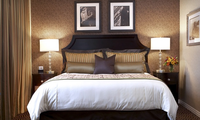 Hotel Julien - Dubuque, IA: One-Night Stay at Hotel Julien Dubuque in Iowa, Valid for Sunday–Friday Check-in
