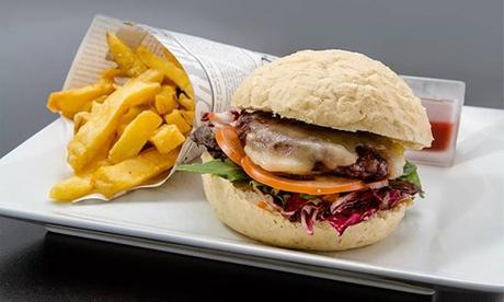 Menú de hamburguesas, tostas y sándwiches creativos con entrante, postre y bebida para dos por 16,90 €