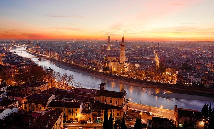 Verona, Hotel Montemezzi 4*: fino a 5 notti con colazione, aperitivo o in mezza pensione per 2, ponti inclusi