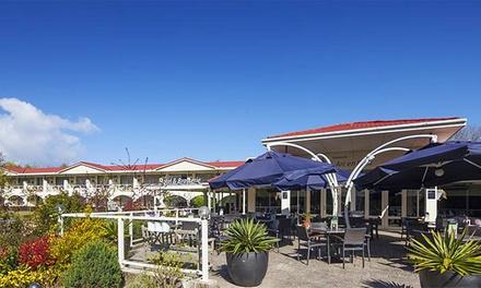 Zeeland: 1 3 nachten verblijf voor twee in Hampshire hotel Renesse incl. ontbijt en appeltaart