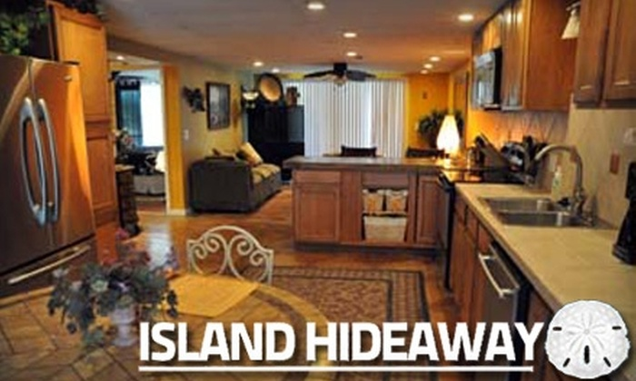 Island Hideaway - Fort Myers Beach: $79 for a One-Night Stay for Two, Champagne, and Choice of Activity at Island Hideaway (Up to $319 Value)