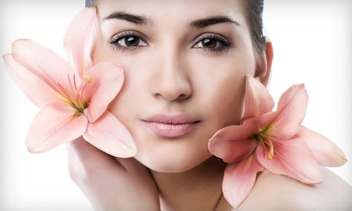 Honeydoo Salon & Spa - Flamingo / Lummus: $35 for Sobe Glow Facial at Honeydoo Salon & Spa ($80 Value)
