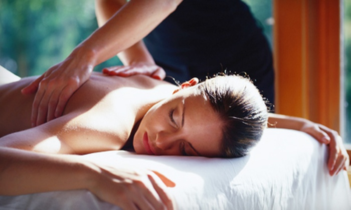 Hoosier Sports & Chiropractic - Downtown Fort Wayne,North Highland: $29 for a 60-Minute Massage at Hoosier Sports & Chiropractic ($65 Value)