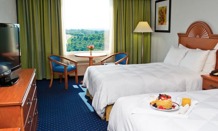 null - Springfield MO: Stay with Dining Credit at Radisson Hotel Branson