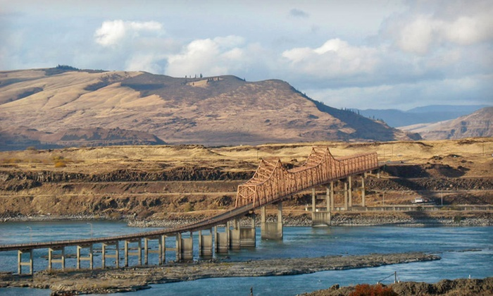 Celilo Inn - Boring: Two-Night Stay with Wine Gift Bag and Wine Tasting at Celilo Inn in The Dalles, OR