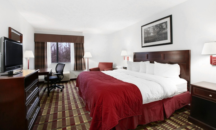 Baymont Inn & Suites - Hudson: $39 for a One-Night Stay with Breakfast for Up to Four People at Baymont Inn & Suites ($69.99 Value)