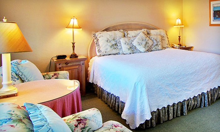 Svendsgaard's Inn - Carmel-by-the-Sea: $124 for a One-Night Stay for Two in a Deluxe Suite at Svendsgaard's Inn in Carmel-by-the-Sea (Up to $259 Value)
