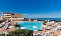 7 notti in pensione completa, bevande e servizio spiaggia per 1 persona al Golfo dell'Asinara Resort 4*
