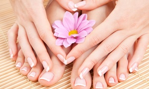 Forever Parrucchieri: 3 manicure e pedicure con smalto semipermanente o in più massaggio mani (sconto fino a 75%)