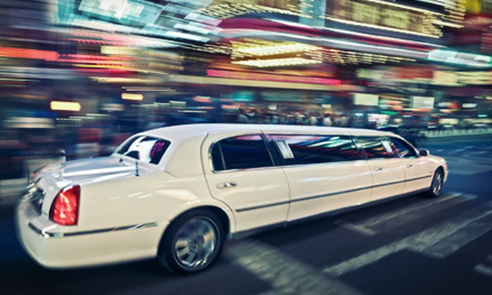 Luxury Limousine Service - Country Club Plaza: $132 for a 90-Minute Holiday-Lights Limo Tour for Up to 10 from Luxury Limousine Service ($273.50 Value)