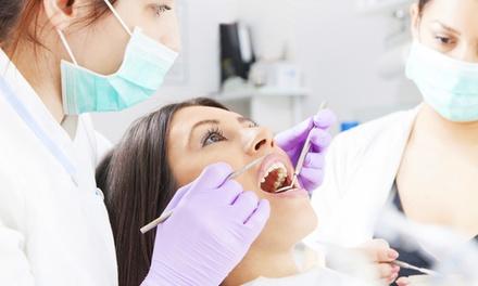 1 o 2 sesiones de blanqueamiento dental LED y limpieza bucal completa para uno desde 49,90 € enDental Lab
