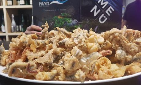 Barco de pescado para dos o cuatro personas con entrante y botella de vino o bebida desde 19,95 € en Granada Mar