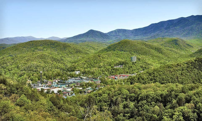 Glenstone Lodge - Gatlinburg, TN: One-Night Stay at Glenstone Lodge in Gatlinburg, TN